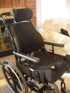 "Roho ""Tilt Wheelchair"" - ""Fauteuil Roulant - inclinable"""