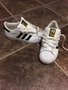 LIKE BRAND NEW YOUTH SIZE 2 - ADIDAS SUPERSTAR SHOES