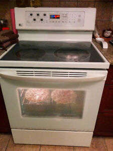 Single LG Oven Electric Range with Self-Cleaning Convection Oven