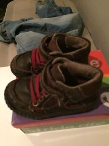 Toddler boots/shoes size 5.5