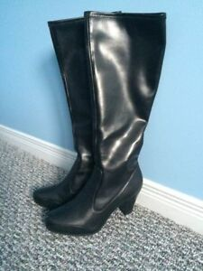 Clarks Leather Boots (BLACK)- Mint Condition - Size 6