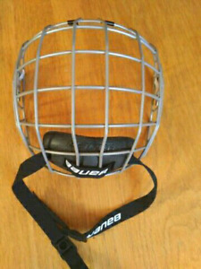 New Bauer 2100 Face Mask / Cage - True Vision.   New