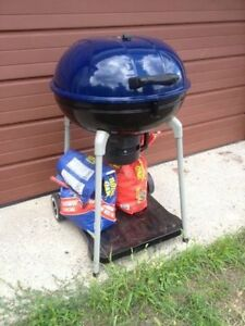 "Charcoal BBQ grill 22"" & accessories"