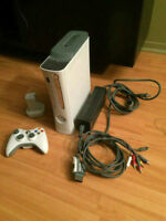 Xbox 360, 60GB + kit rechargeable + manette