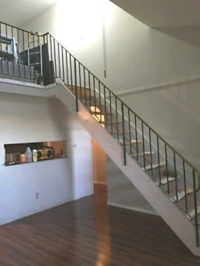 RENOVATED Top Floor 2bedm + loft. H+W incl.  w MOVE IN INCENTIVE