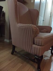 Gorgeous & Comfy Wing Chair/Like New Kitchener / Waterloo Kitchener Area image 3