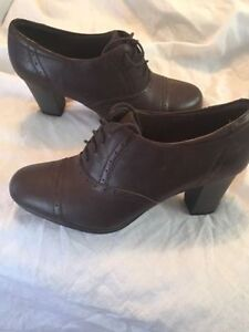 Clarks Women's Brynn Marina Dress Heel Brown size 12