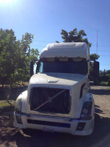 2007 VOLVO TRUCK for sale
