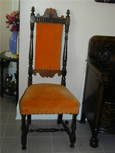 ANTIQUE WOODEN CHAIR FROM THE LATE 1800s