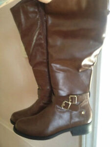 Like New Boots Size 7 London Ontario image 3