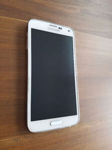 Samsung S5 - Locked to Fido, with all new accessories.