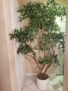 Beautiful Artificial plant / tree- perfect condition