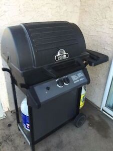 Broil-Mate BBQ & FULL Propane Tank *NEED GONE QUICK!*
