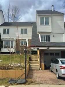 3+1 Bdrm Freehold Town Home W/ Fin Bsmnt In Lorne Park