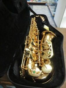 GENIUS SAXOPHONE WITH CASE LIKE NEW MODEL 475