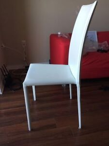 "4 ""Carmen"" chairs by Structube 100$ or best offer"