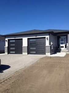Beautiful 2 Bedroom Unit in Modern New House! A Must See!!