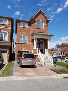 4 bedrooms/ 4 washrooms Available immediate! Location! Location!