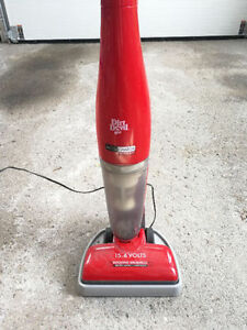 Dirt Devil Accucharge 15.6V Cordless Bagless Vacuum