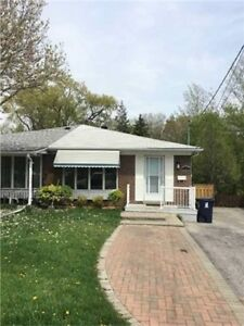Best Sch, 3 Beds Hous For Rent in Leslie/YorkMills, cl. NY Hosp.