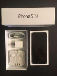 iPhone 5S Gris 16 GB Telus avec accessoires