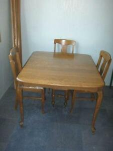 Beautiful Oak Table and 4 Chairs $400.00 FIRM