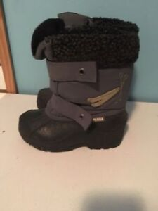 Panda snow boots 11. AVAILABLE
