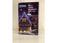 Free Postage New Rollover to Zoom Premier 960 LED White Snowing Icicle Lights