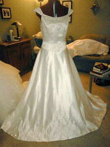 White Royal Princess Bridal Gown Wedding Dress 9/10 - New!