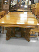 Oak Diningroom Table and Chairs