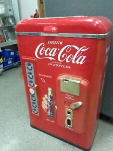 Vintage coke cooler. We sell used goods. 112489