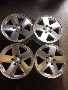 4 original Jeep Alloy 18 inch rims with sensors
