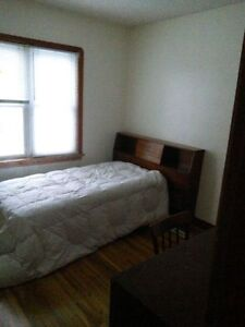 Main Flood Furnished Room near Nait in single family house, Avai