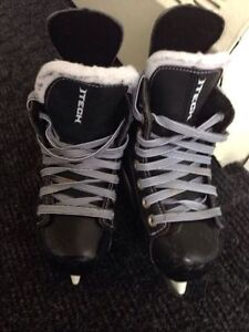 Bauer ITech hockey(Fly-weight) Size Y 11 Patins.