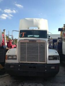 1997 FREIGHTLINER FLD120-Parting out