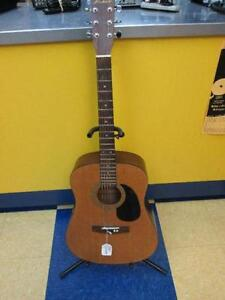 Guitare Accoustique de marque HOHNER