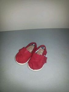 Adorable baby shoes (Toms) size 3
