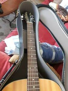 Samick Acoustic with hard shell case