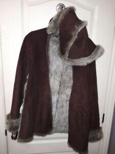 4 manteaux d'hiver et d'automne dont 1 en fourrure et 1 en suède