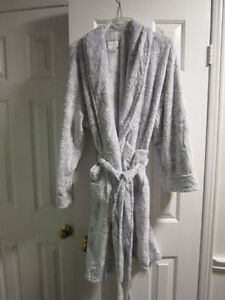 "Robe, plush, ""Daniel Buchler"" XL, BNWT: REDUCED"
