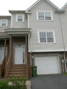LARGE 3 BEDROOM TOWNHOUSE IN PORTLAND HILLS!