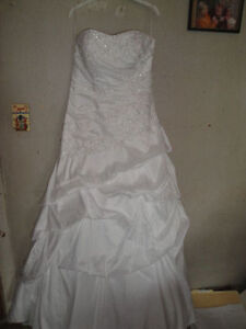 ella rosa gown size 14 -never worn