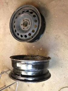 4 RIMS GM (ENJOLIVEURS) 17 POUCES 6 TROUS $60.00 L'ENSEMBLE.
