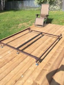 Adj. KING / QUEEN Metal Bed Frame w/ Ctr Bar & brand new Glides