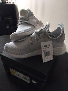 SELLING NMD XR1 VINTAGE WHITE SIZE 7- fit big! Oakville / Halton Region Toronto (GTA) image 3
