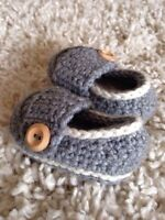 Crocheted baby shoes - grey