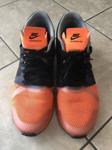 ** LIKE NEW ** Nike taille 11.5 (de la boutique Tozzi)