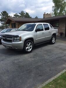 2007 Chevrolet Avalanche Pickup Truck in great shape!!