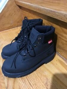 Timberland 6inch Helcor scuff proof boot size 13 US black KIDS