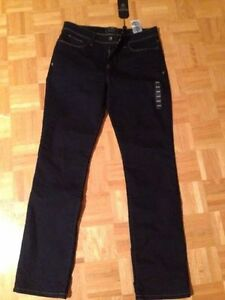 Brand new guess jeans with stretch. Slim leg in size 32.